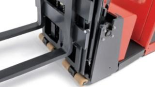 Hochhubwagen von Linde Material Handling mit Soft-Landing-Funktion des Gabelträgers