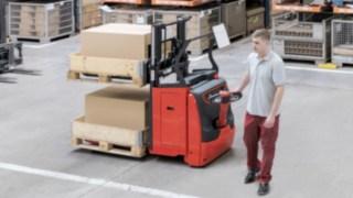 Das Lastschutzgitter schützt Fahrer und Ladung.