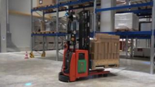 Automatisierter Hochhubwagen L-MATIC HD von Linde Material Handling im Einsatz im Lager