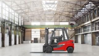 Der Linde Dieselstapler H20 - H35 in einer Lagerhalle