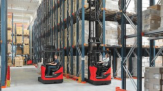 reach_truck-loading-retail-3959_4046