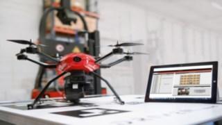 Die von der Drohne erfassten Informationen werden softwareseitig dokumentiert und können jederzeit mithilfe einer Anwendungssoftware abgerufen werden, die am Bildschirm die Regalposition mit dazugehörigem Barcode und Foto zeigt.