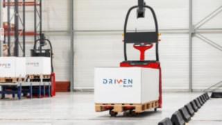 Was 2015 als Pilotprojekt startete, ist 2017 bereits in vielen Lagerhallen alltäglich: Die automatisierten Lagertechnik-Geräte von Linde MH und Balyo. Inzwischen gibt es alle Lagertechnik-Geräte aus dem Linde-Portfolio auch als automatisierte Variante.