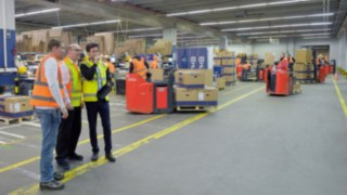 Beim Linde Safety Scan analysieren eigens geschulte Sicherheitsberater die jeweilige Situation vor Ort beim Kunden, beobachten alle Arbeitsabläufe und identifizieren potenzielle Gefahrenstellen.