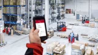 Mit der neuen Truck Call-App von Linde Material Handling lassen sich Fahraufträge digital zuweisen. Das vereinfacht und beschleunigt die Kommunikation zwischen Flottenmanager und Fahrern erheblich.