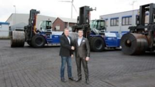 Fahrzeugübergabe von Willenbrock Fördertechnik an Weserport GmbH